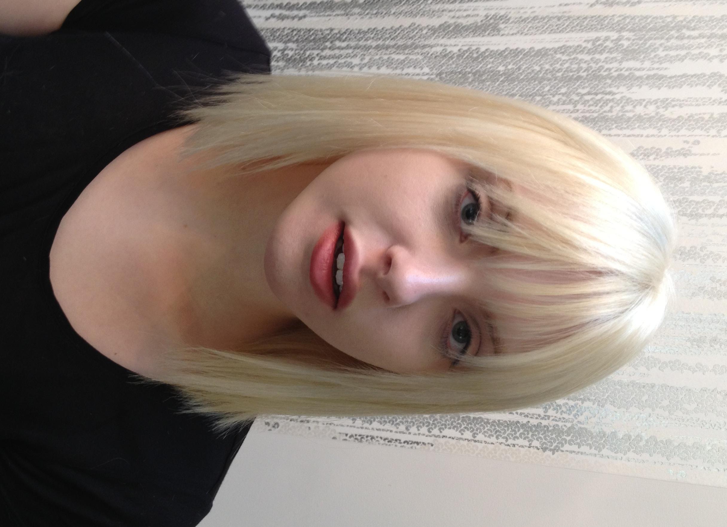 Русскую блондинку ебут трое, Трое русских парней трахают одну девушку - смотреть 23 фотография